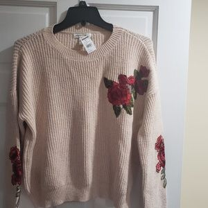 Brand New Beautiful Woven Heart sweater Size M